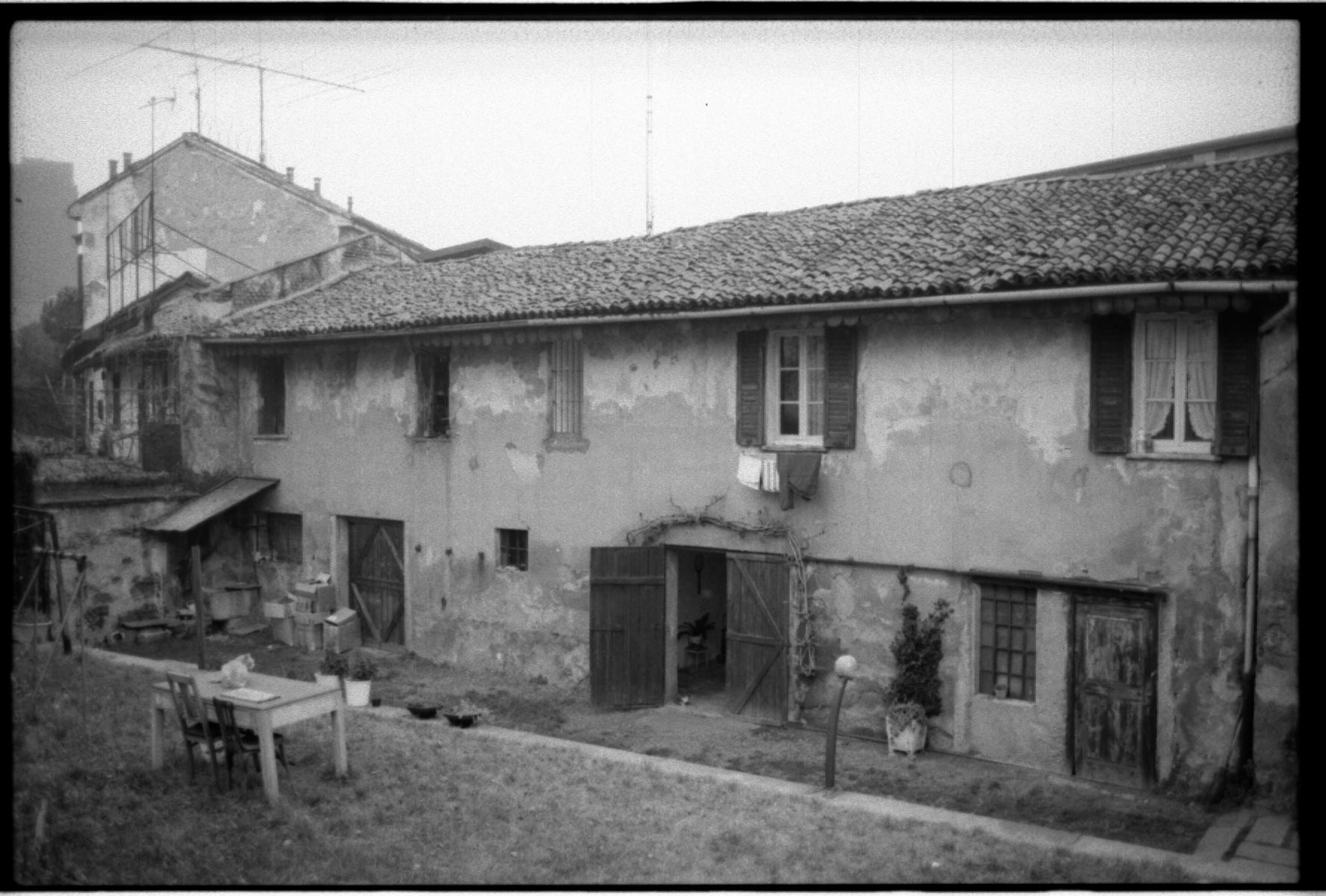 Isola Autunno 1984 17a case su via De Castillia